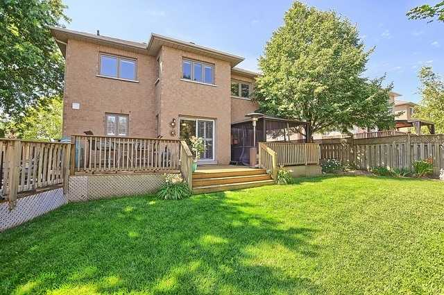 Detached at 583 Goodyear Cres, Newmarket, Ontario. Image 9
