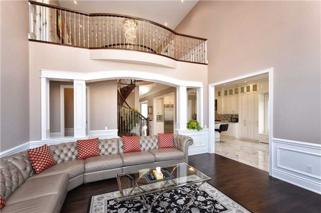 Detached at 68 Chesney Cres, Vaughan, Ontario. Image 2