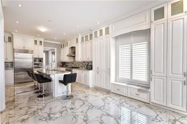 Detached at 68 Chesney Cres, Vaughan, Ontario. Image 3