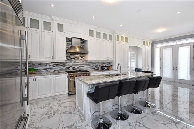 Detached at 68 Chesney Cres, Vaughan, Ontario. Image 4