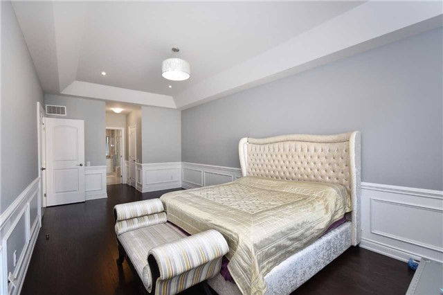 Detached at 68 Chesney Cres, Vaughan, Ontario. Image 5