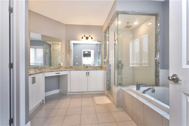 Detached at 68 Chesney Cres, Vaughan, Ontario. Image 7
