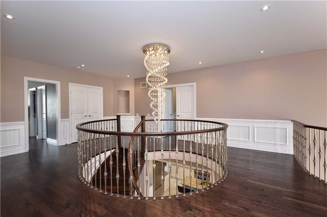 Detached at 68 Chesney Cres, Vaughan, Ontario. Image 10