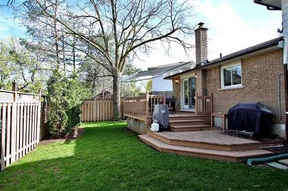 Detached at 139 Marla Crt, Richmond Hill, Ontario. Image 13