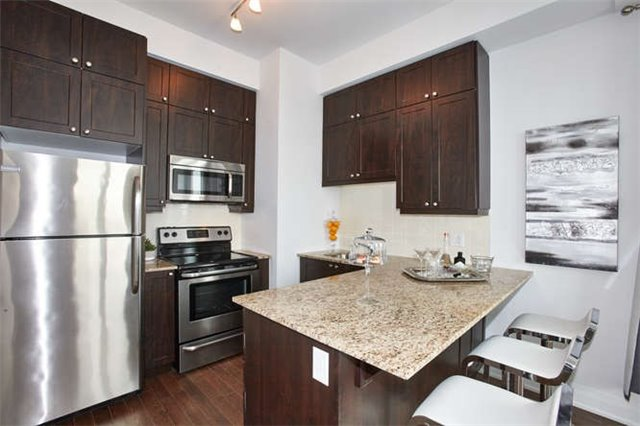 Condo Apartment at 12 Woodstream Blvd, Unit Ph1014, Vaughan, Ontario. Image 15