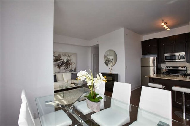 Condo Apartment at 12 Woodstream Blvd, Unit Ph1014, Vaughan, Ontario. Image 16