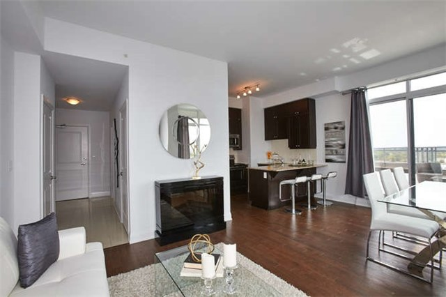 Condo Apartment at 12 Woodstream Blvd, Unit Ph1014, Vaughan, Ontario. Image 17