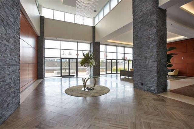 Condo Apartment at 12 Woodstream Blvd, Unit Ph1014, Vaughan, Ontario. Image 10