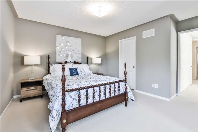 Semi-detached at 46 Woodroof Cres, Aurora, Ontario. Image 3