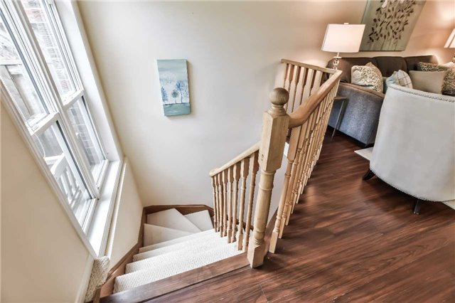 Semi-detached at 46 Woodroof Cres, Aurora, Ontario. Image 6