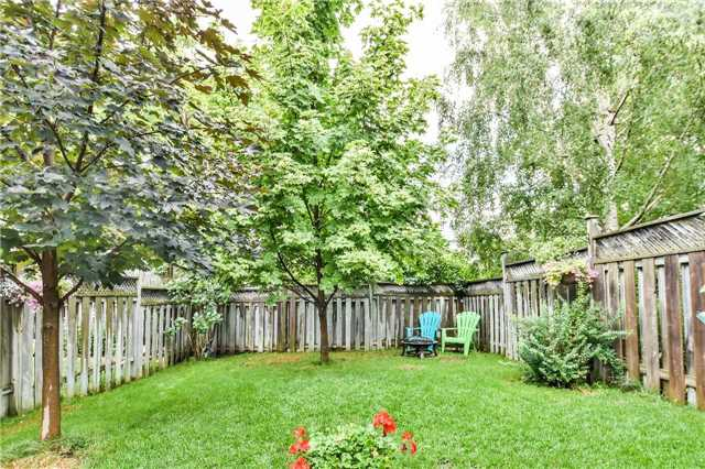 Semi-detached at 46 Woodroof Cres, Aurora, Ontario. Image 11