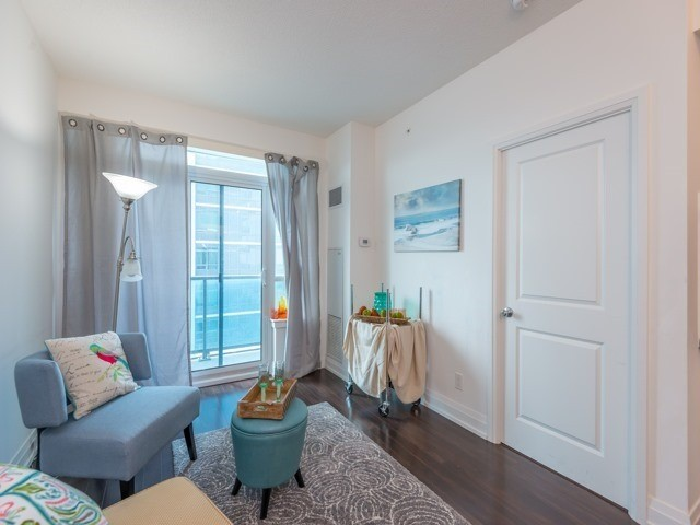 Condo Apartment at 7167 Yonge St, Unit 1511, Markham, Ontario. Image 3