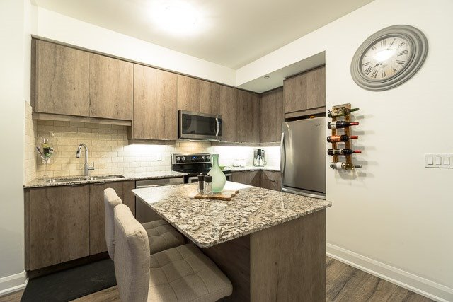 Condo Apartment at 2910 Highway 7 Rd, Unit 3004, Vaughan, Ontario. Image 12