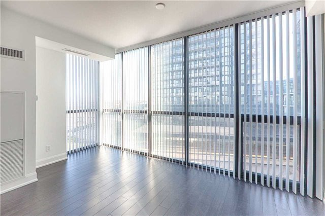 Condo Apartment at 2910 Highway 7 Rd, Unit 419, Vaughan, Ontario. Image 8