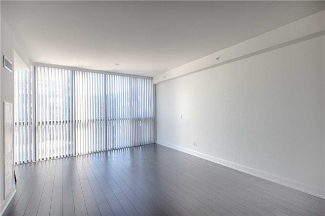 Condo Apartment at 2910 Highway 7 Rd, Unit 419, Vaughan, Ontario. Image 9
