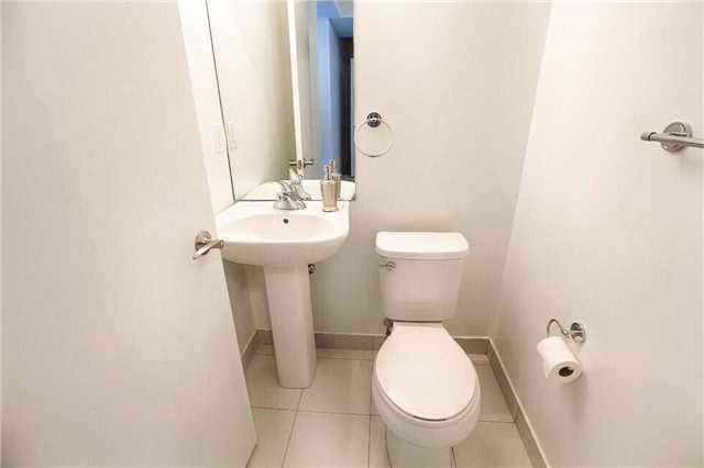 Condo Apartment at 2910 Highway 7 Rd, Unit 419, Vaughan, Ontario. Image 14