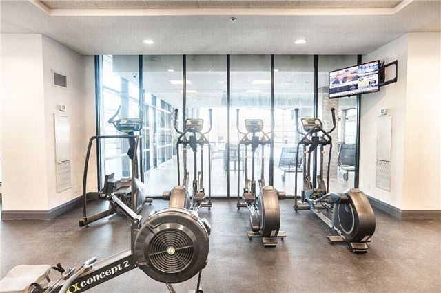 Condo Apartment at 2910 Highway 7 Rd, Unit 419, Vaughan, Ontario. Image 6