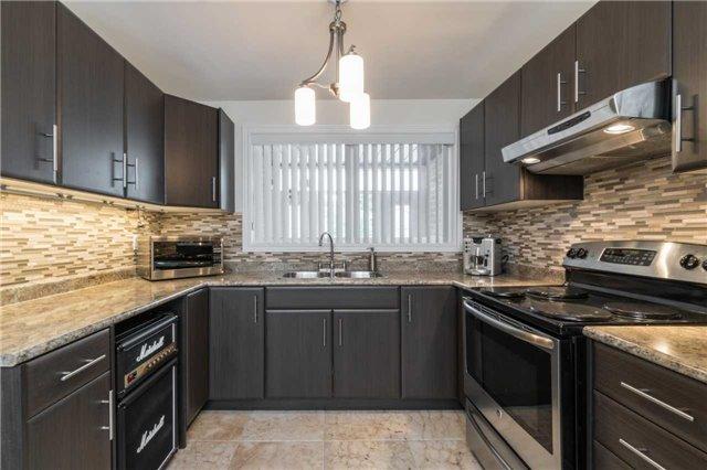 Semi-detached at 262 Aberdeen Ave, Vaughan, Ontario. Image 12