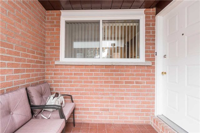 Semi-detached at 262 Aberdeen Ave, Vaughan, Ontario. Image 13
