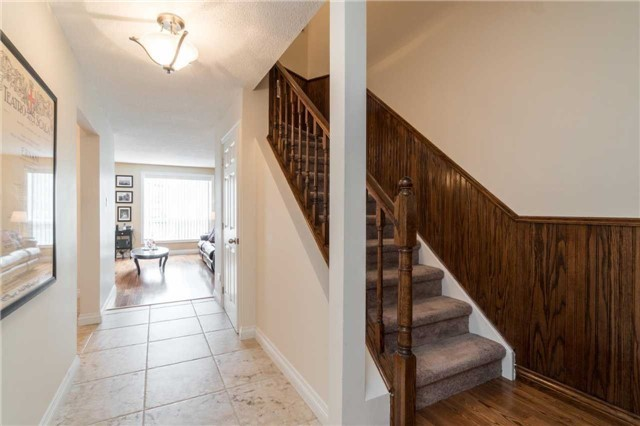 Semi-detached at 262 Aberdeen Ave, Vaughan, Ontario. Image 15