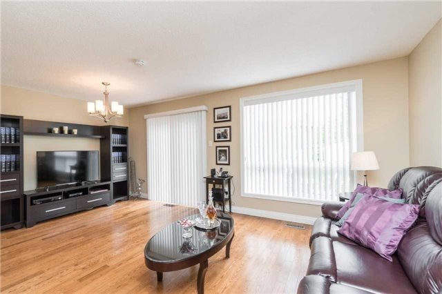 Semi-detached at 262 Aberdeen Ave, Vaughan, Ontario. Image 16