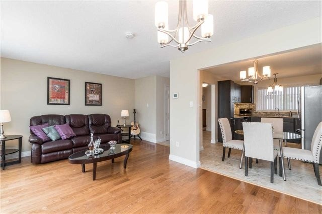 Semi-detached at 262 Aberdeen Ave, Vaughan, Ontario. Image 17