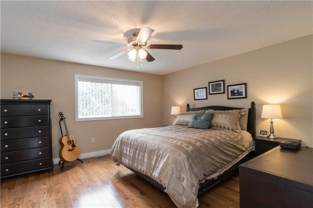Semi-detached at 262 Aberdeen Ave, Vaughan, Ontario. Image 2