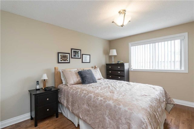 Semi-detached at 262 Aberdeen Ave, Vaughan, Ontario. Image 4