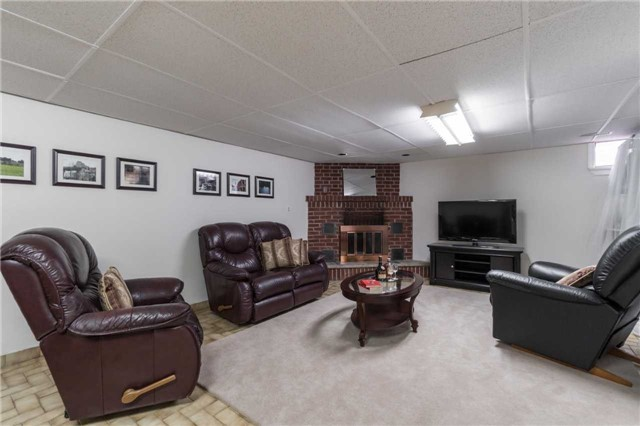 Semi-detached at 262 Aberdeen Ave, Vaughan, Ontario. Image 5