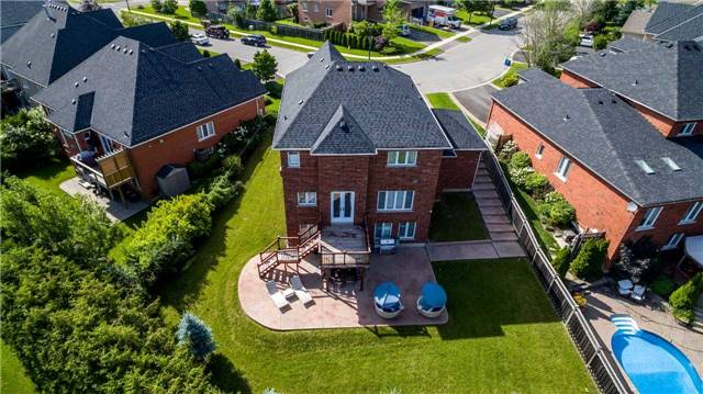 Detached at 914 Best Circ, Newmarket, Ontario. Image 8