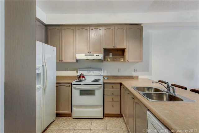 Townhouse at 31 Starwood Rd, Vaughan, Ontario. Image 2