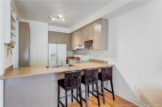 Townhouse at 31 Starwood Rd, Vaughan, Ontario. Image 3