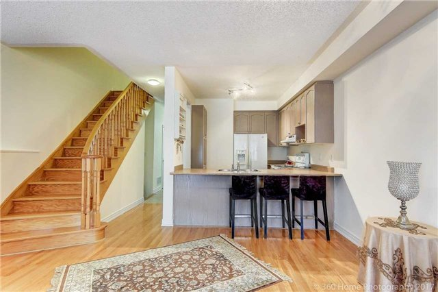 Townhouse at 31 Starwood Rd, Vaughan, Ontario. Image 4