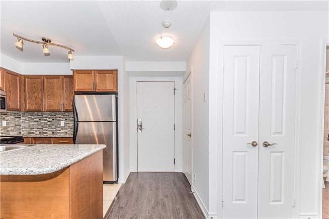 Condo Apartment at 18 Harding Blvd, Unit 623, Richmond Hill, Ontario. Image 10