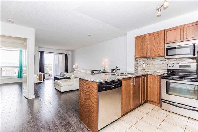 Condo Apartment at 18 Harding Blvd, Unit 623, Richmond Hill, Ontario. Image 11