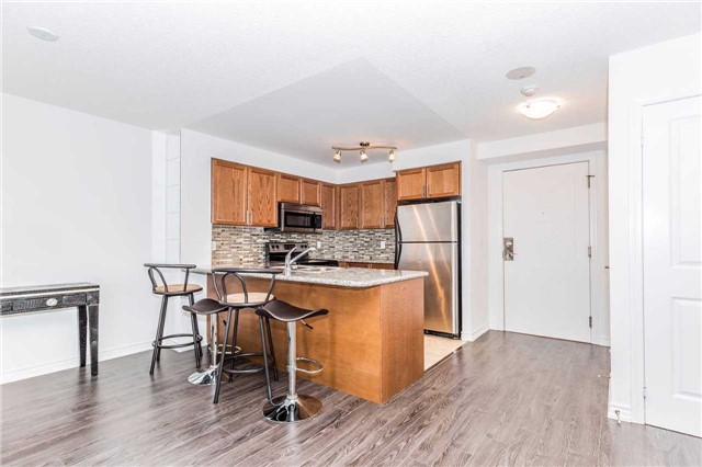 Condo Apartment at 18 Harding Blvd, Unit 623, Richmond Hill, Ontario. Image 12
