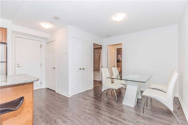 Condo Apartment at 18 Harding Blvd, Unit 623, Richmond Hill, Ontario. Image 14