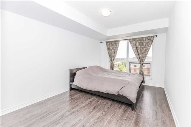 Condo Apartment at 18 Harding Blvd, Unit 623, Richmond Hill, Ontario. Image 2