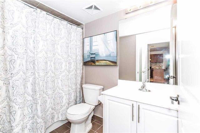 Condo Apartment at 18 Harding Blvd, Unit 623, Richmond Hill, Ontario. Image 3