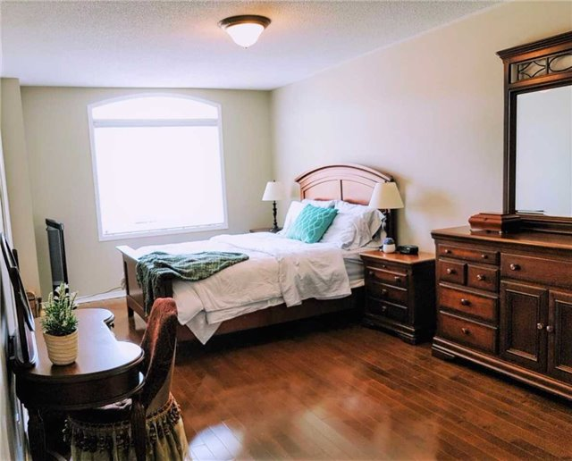 Semi-detached at 81 Long Point Dr, Richmond Hill, Ontario. Image 2