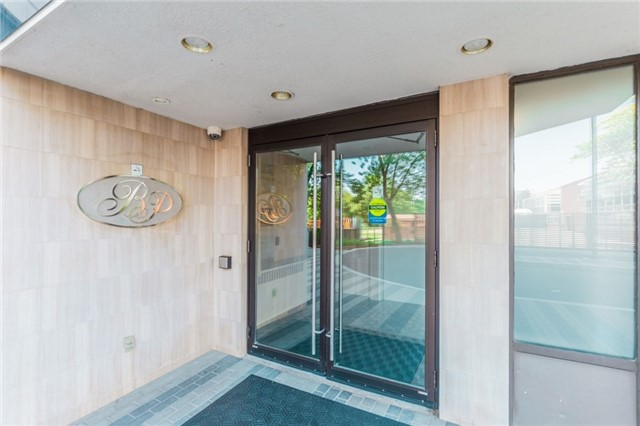 Condo Apartment at 8501 Bayview Ave, Unit 1019, Richmond Hill, Ontario. Image 10