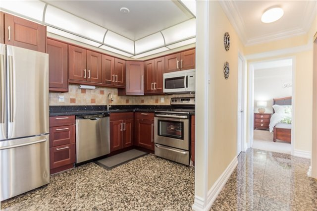 Condo Apartment at 8501 Bayview Ave, Unit 1019, Richmond Hill, Ontario. Image 13