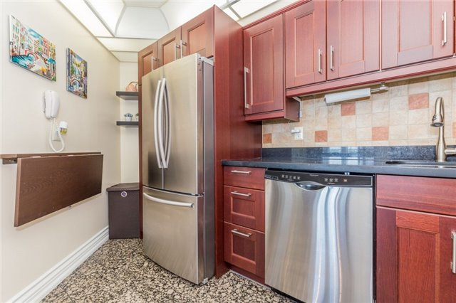 Condo Apartment at 8501 Bayview Ave, Unit 1019, Richmond Hill, Ontario. Image 14