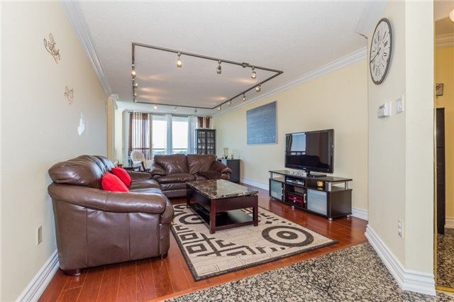 Condo Apartment at 8501 Bayview Ave, Unit 1019, Richmond Hill, Ontario. Image 15