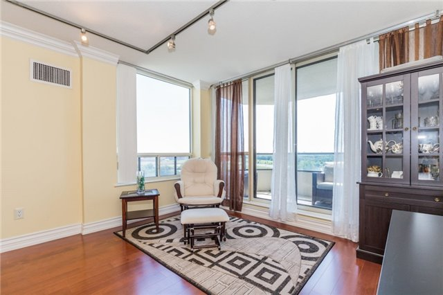 Condo Apartment at 8501 Bayview Ave, Unit 1019, Richmond Hill, Ontario. Image 16