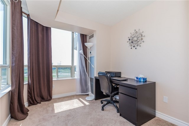 Condo Apartment at 8501 Bayview Ave, Unit 1019, Richmond Hill, Ontario. Image 5