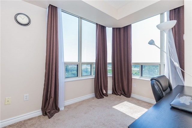Condo Apartment at 8501 Bayview Ave, Unit 1019, Richmond Hill, Ontario. Image 6