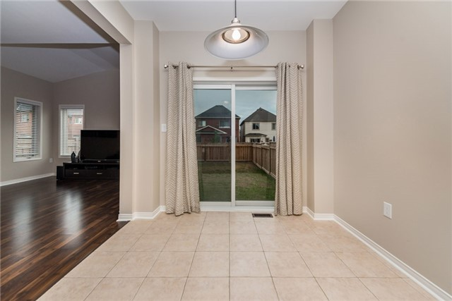 Detached at 136 Rutherford Rd, Bradford West Gwillimbury, Ontario. Image 10