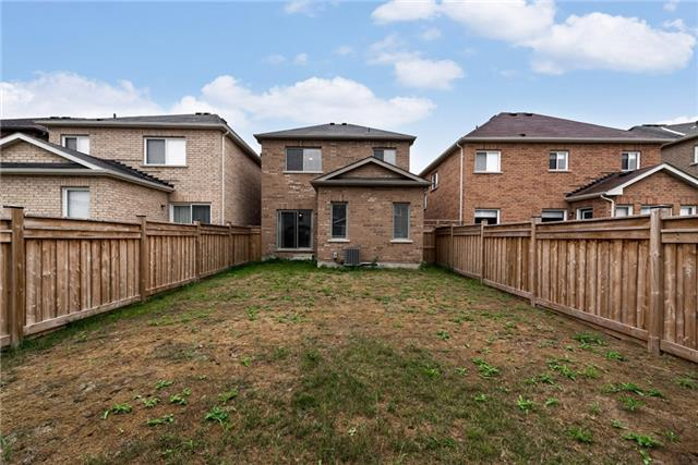 Detached at 136 Rutherford Rd, Bradford West Gwillimbury, Ontario. Image 11