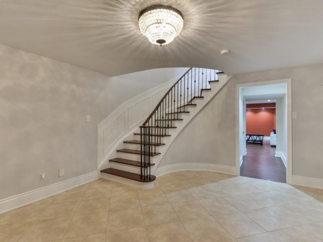 Detached at 24 Conti Cres, Vaughan, Ontario. Image 7